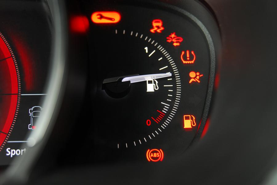 Testigos del coche: significado y causas de su iluminación